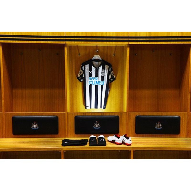 Adult Tour of St James' Park for Two  product image